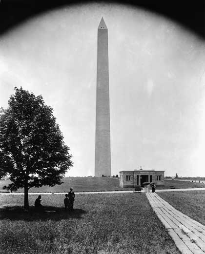Washington Monument in 1900
